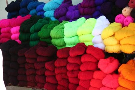 Laines colorees servant aux tissages